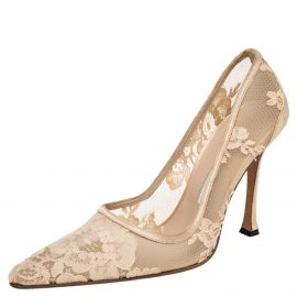 Manolo Blahnik Cream Lace and Satin Pointed Toe Pumps Size 37