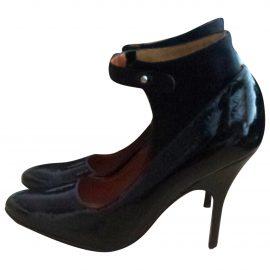 https://images.vestiairecollective.com/produit/4968350-1_1.jpg Patent leather heels